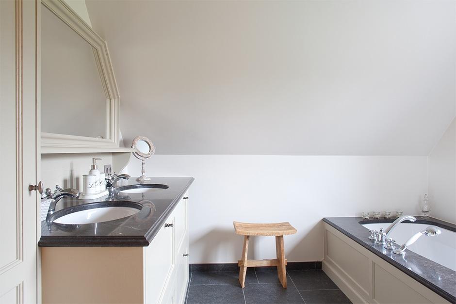 interieur lakwerk badkamer meubel /satin