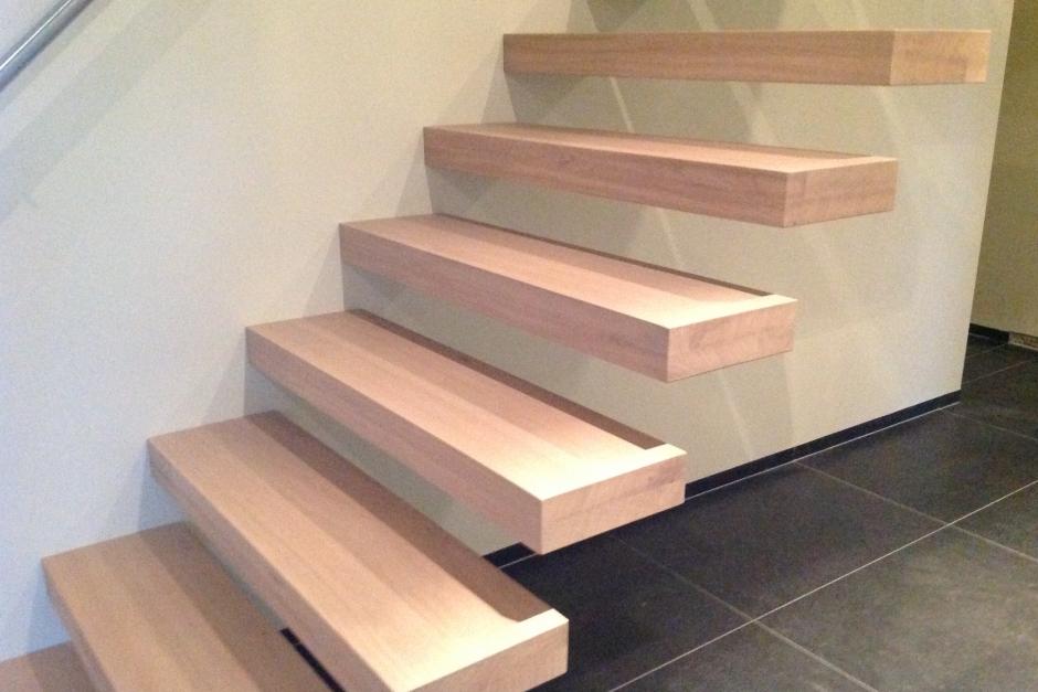 beitsen en vernissen van trap